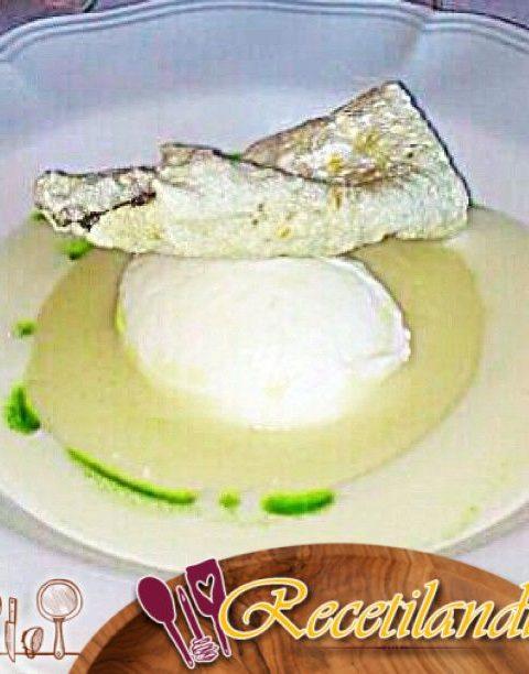 Bacalao, puré de coliflor y piñones