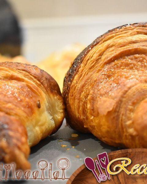 Brioche descafeinado con azúcar y canela: Separe el pan.