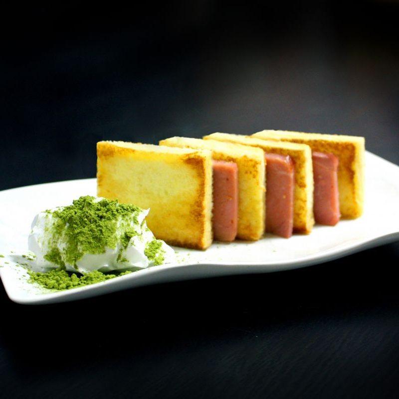 Camarones, queso crema y vaso de tomate