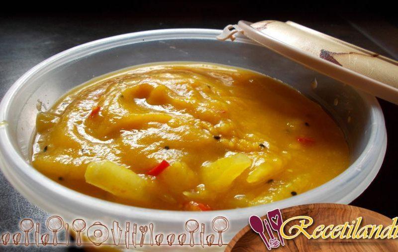 Cremosa sopa de zanahoria y manzana con leche de coco y especias