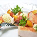 UMAi Dry Aged Strip Filetes con sartén de tocino y shiitake de UMAi
