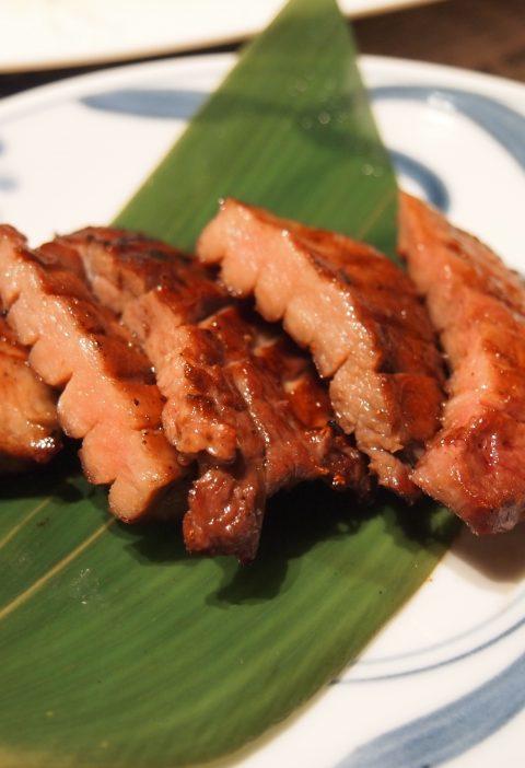 Ensalada tailandesa de carne de res a la parrilla