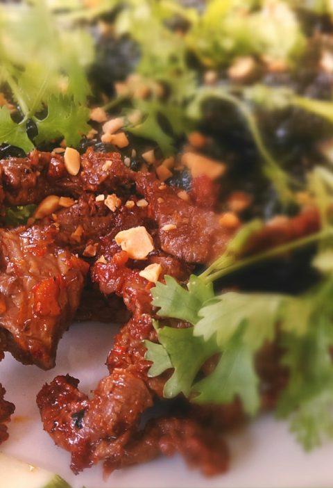 Ensalada vietnamita de carne crujiente