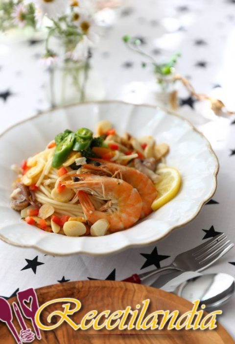 Espaguetis con gambas y puerros