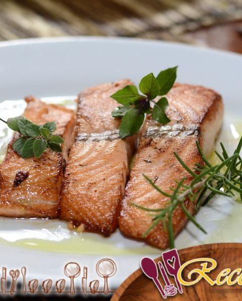 Filetes de pescado asados[merluza] con patatas y tomates