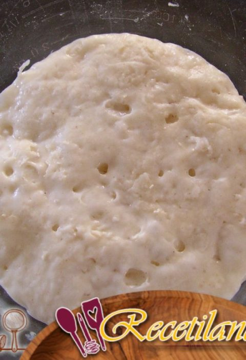 Focaccia con harina de maíz, pimienta de cayena y cebollino