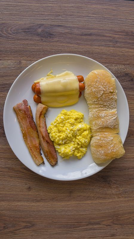 Grasa (Panecillo de queso con salchicha de tocino)