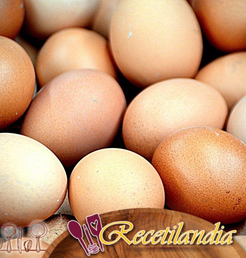 Huevos de codorniz ahumados con heno