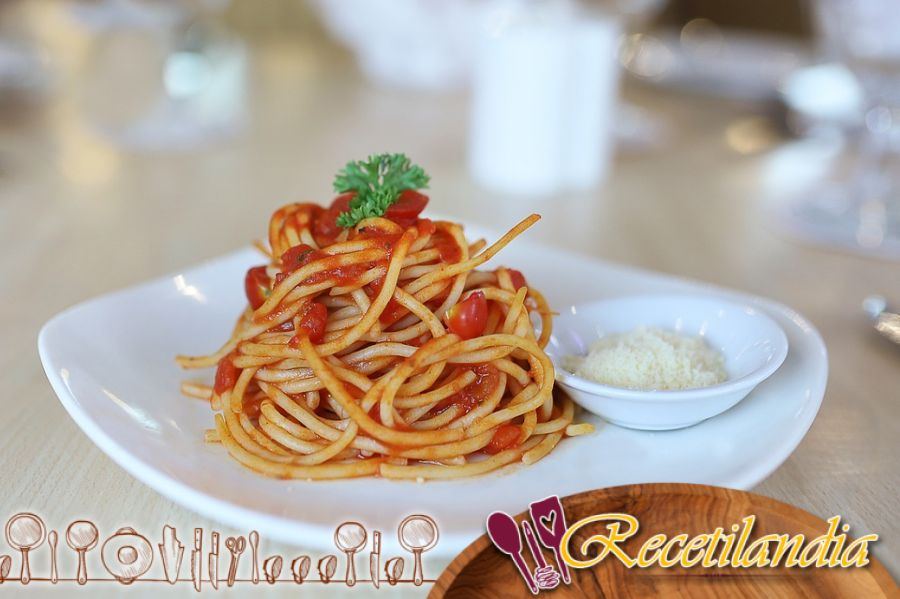 Pasta con salsa de tomate casera, como en Italia