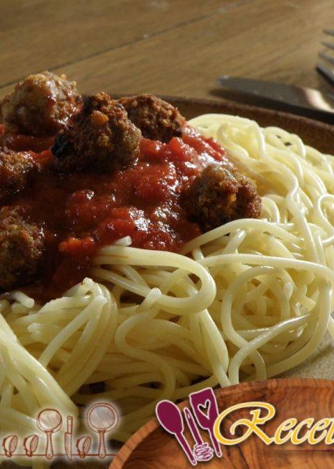 Orecchiette (pasta) con bolas de ternera y col rizada
