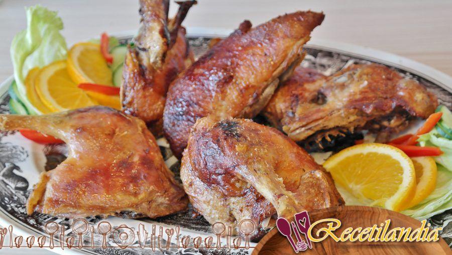 Pato ahumado con cereza y salsa barbacoa de chipotle y cereza