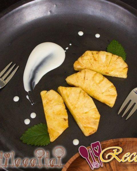Filetes de piña y coco con ron oscuro