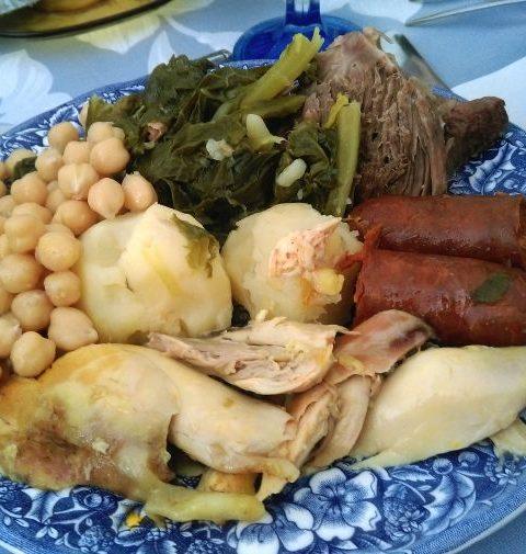 Pollo con patatas y chorizo