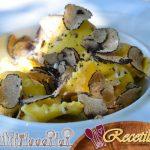 Pinchos de ternera con miel y melocotones blancos, tártaro de calabacín