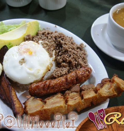 Receta del brunch: Huevos de codorniz cocidos en nidos de aguacate