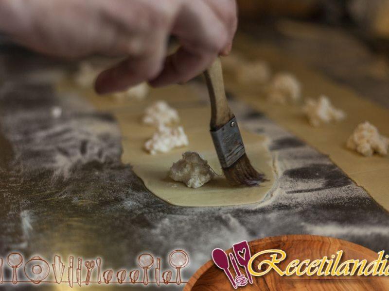 Envoltorios de ricotta, jamón de Parma y rúcula