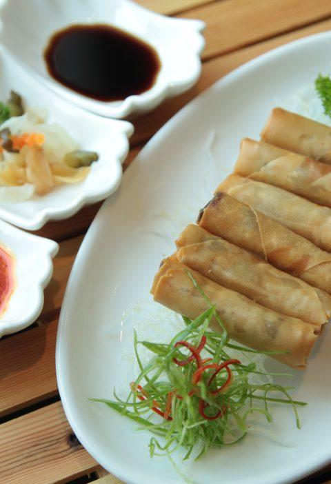 Rollitos de Pato Pekinés asados con salsa de piña