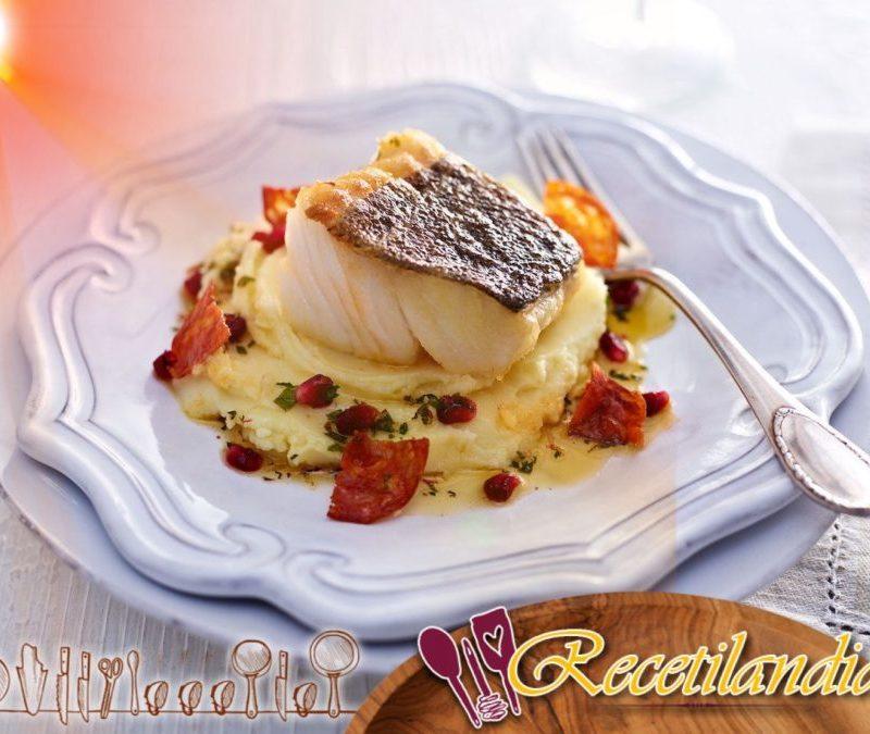 Skrei de Noruega {cod} al horno con chorizo, patatas y almendras
