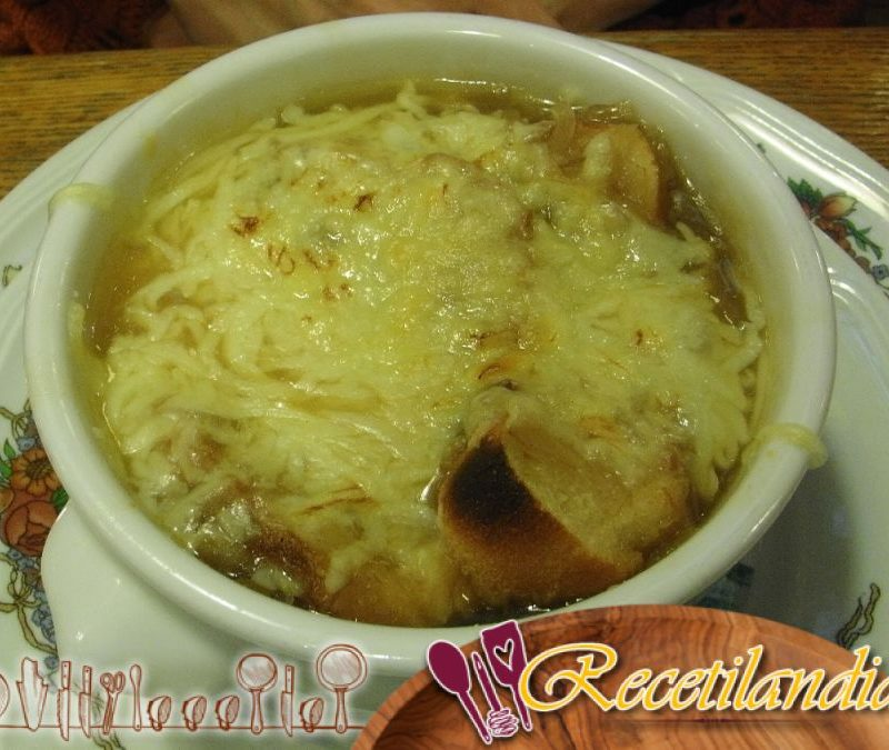 Sopa de cebolla con pan Appenzeller