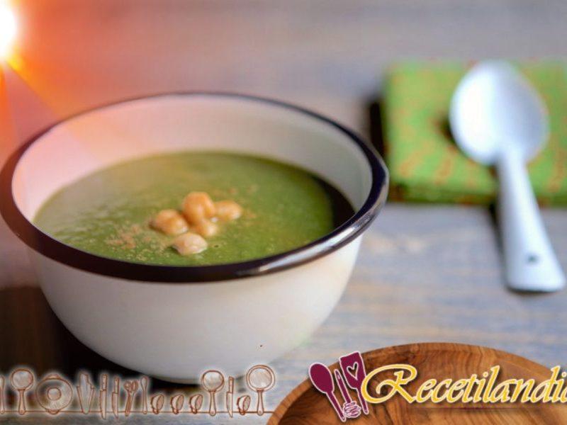 Sopa de espinacas y garbanzos con comino