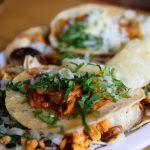 Muslos de pollo con tocino, jamón y queso
